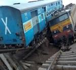13 قتيلا و100 مصابا ضحايا انحراف قطار بالهند