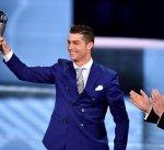 رونالدو يحقق هاتريك على صعيد الجوائز بعد الفوز بجائزة الفيفا لأفضل لاعب في العالم