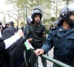 """إيران.. هتافات بـ""""الموت"""" وتظاهرات أمام البنك المركزي"""