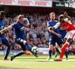 أرسنال يقهر مانشستر يونايتد بثنائية ويحافظ على آماله في التأهل لدوري الأبطال