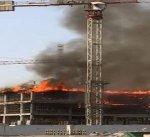 """""""الاطفاء"""": 8 فرق اطفاء تتعامل مع حريق بمبنى قيد الانشاء في جنوب السرة"""