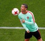 رونالدو يغيب عن البرتغال في مباراة المركز الثالث للقاء توأمه