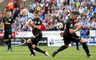 هادرسفيلد تاون يفوز على نيوكاسل ويحقق بداية مثالية في الدوري الإنجليزي