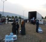 """""""الهلال الأحمر"""" يوزع مساعدات انسانية لمتضرري الزلزال في العراق"""