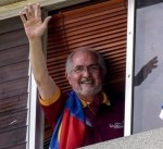 بعد فراره من الإقامة الجبرية.. عمدة كاراكاس السابق يصل إسبانيا