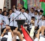 رئيس الوزراء الماليزي يقود آلاف المتظاهرين للتضامن مع قضية القدس