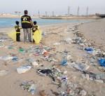 """""""الغوص"""" يرفع 4 أطنان مخلفات من ساحل الفحيحيل"""