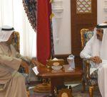 وزير الدفاع يزور الأمير الوالد في قطر