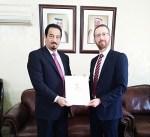 """الكويت تسلم """"أونروا"""" مليوني دولار لدعم اللاجئين الفلسطينيين بالمنطقة"""