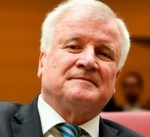 """وزير الداخلية الألماني: الاتحاد الأوروبي """"يتعالى"""" على شرق أوروبا بسبب المهاجرين"""
