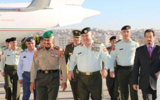 """رئيس الأركان الكويتي يصل الأردن للمشاركة باجتماع """"اللجنة العليا المشتركة للتعاون العسكري"""""""
