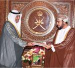 مبعوث سمو أمير البلاد يسلم رسالة خطية الى سلطان عمان