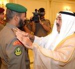 وزير الدفاع يقلد ضباطا بالجيش رتبة لواء تنفيذا للمرسوم الأميري