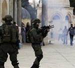 القوات الإسرائيلية تعتقل مصلين من ساحات المسجد الأقصى