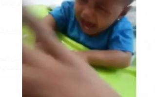 الفيديو المتداول لأم تعذب طفلتها الرضيعة ليس في الكويت