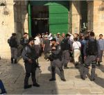 مستوطنون متطرفون يقتحمون باحات المسجد الاقصى