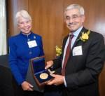 جامعة كاليفورنيا تمنح د.عدنان شهاب الدين جائزة «هاس» الدولية