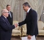 سفيرنا في تونس يسلم رسالة من سمو الأمير إلى الرئيس السبسي