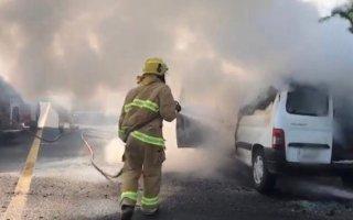 """""""الإطفاء"""": السيطرة على حريق مركبة على طريق الملك فهد باتجاه """"الأحمدي"""""""