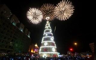إضاءة شجرة ميلاد ضخمة في وسط بيروت