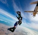 ضباط كويتيون تحدوا الصعاب لإيصال علم الكويت إلى عنان السماء ودخولهم «غينيس»