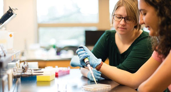 Lab partners Emilie Heidel '10 and Arda Kotikian '15 work together in a lab for Chem 212.