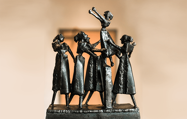 Dancing Figures, 1976, Steel, 14 in x 103/4 in x 41/2 in. Photo by