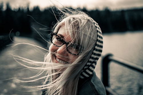 El principal objetivo en la vida de las personas es alcanzar la felicidad.