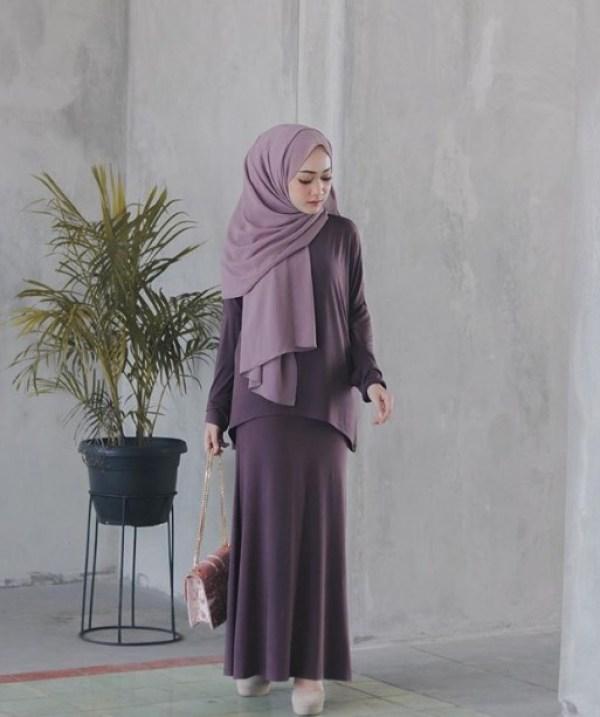 Model Baju Busana Muslim Lebaran Gamis Modern Kekinian Simple Set Ungu Tua