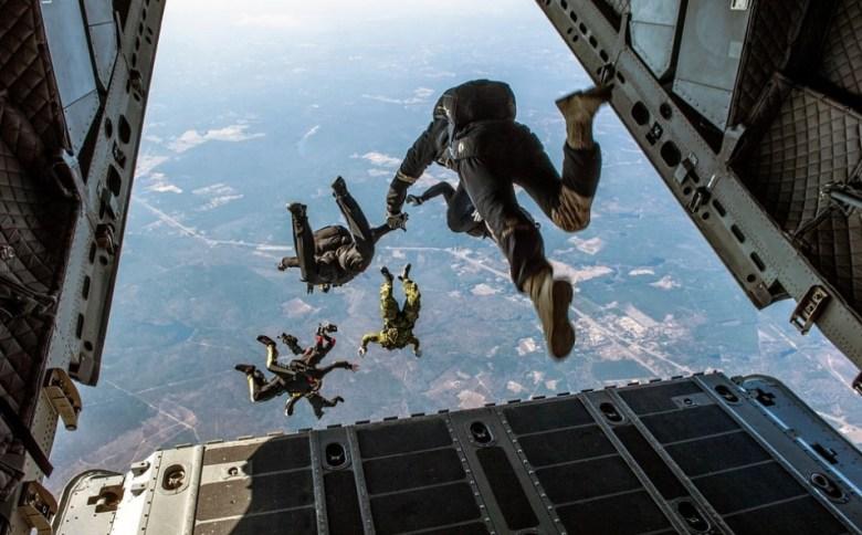 Tips Liburan Sky Diving dan Hang Gliding yang Aman
