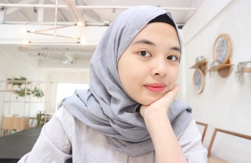 Gunakan Dalaman Hijab Agar Wajah Bulat Tak Terlihat