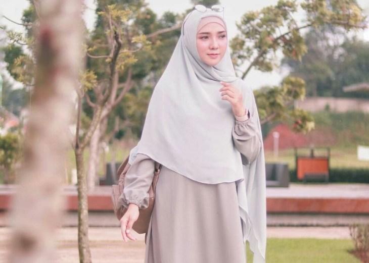 Inilah 6 Tips Hijab Syar'i Casual dan Nyaman Untuk Wajah Bulat