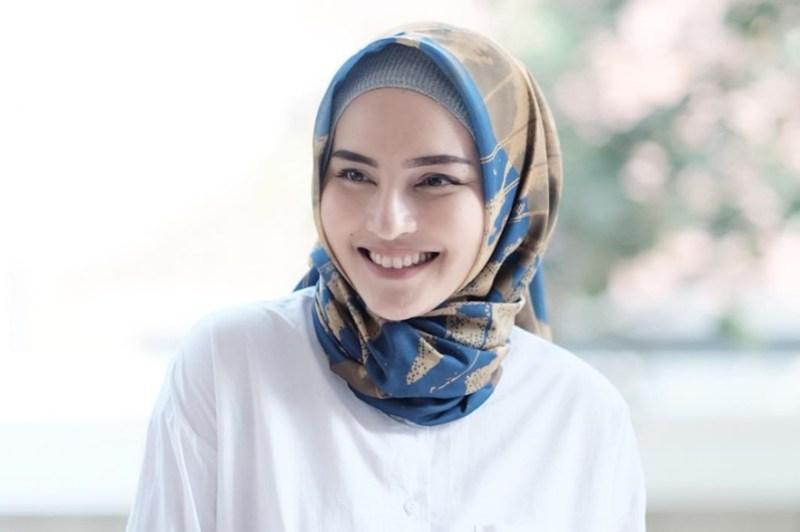 Memilih Warna Hijab Sesuai Kulit Bagi Pemilik Wajah Bulat