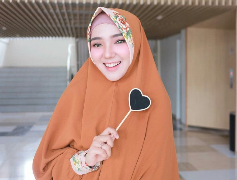 Pastikan Bahan Hijab Ringan dan Nyaman