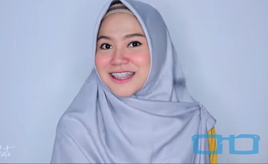 Tutorial Hijab Segi Empat Sederhana Syari untuk Wajah Bulat SELESAI