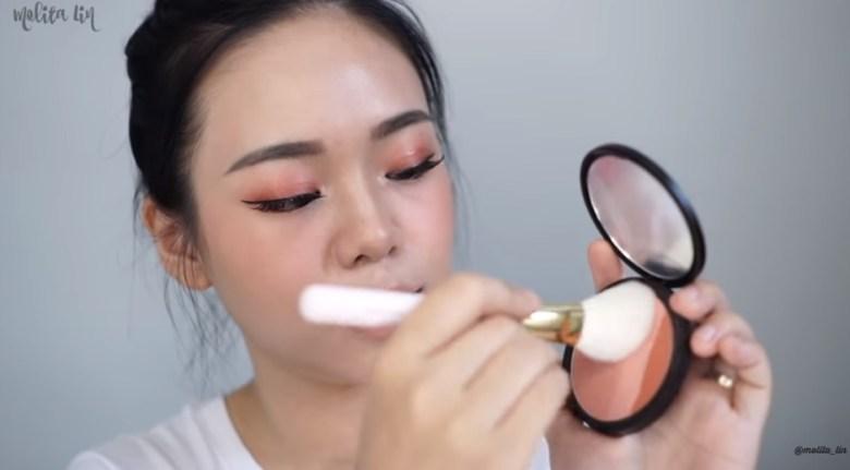 Gunakan Blush On Warna Peachy