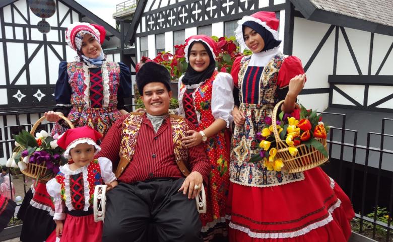 Menjadi Gadis Eropa Berpenampilan Cantik dengan Sewa Baju Eropa Farmhouse Lembang