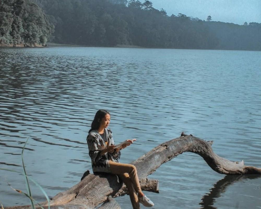 Piknik di Pinggir Danau
