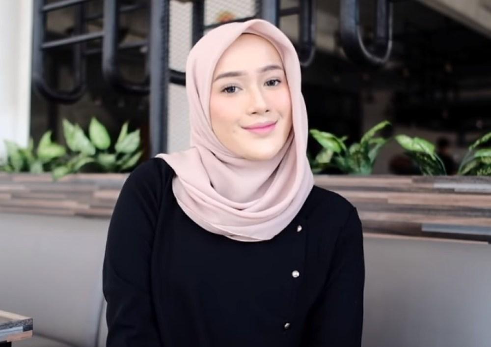 Tutorial Hijab Segi Empat Pesta Simple dan Modis SELESAI