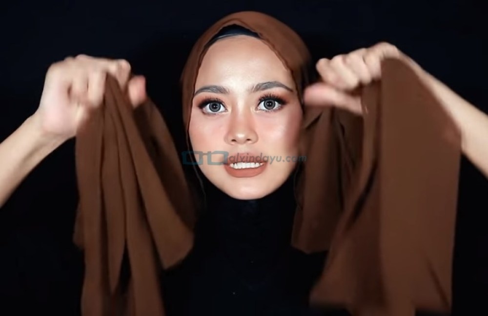 Tutorial Hijab Pashmina Diamond Simple dan Mudah, Buat Kedua Sisi Sama Panjang