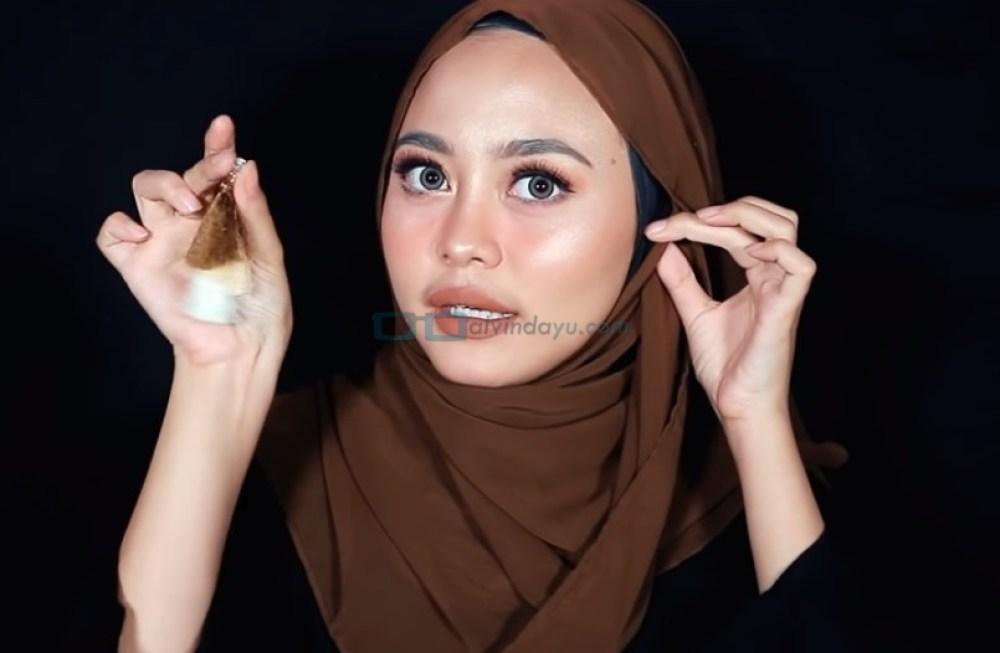 Tutorial Hijab Pashmina Diamond untuk Remaja Kekinian, Gunakan Aksesoris Hijab Anting Tassel