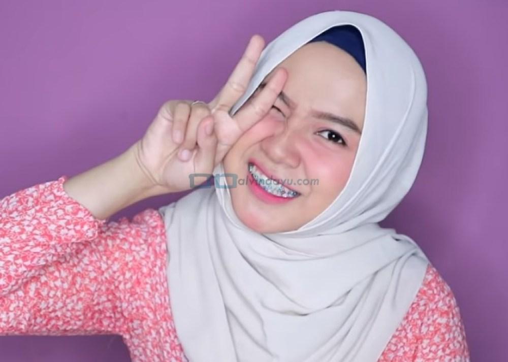 Tutorial Hijab Pashmina Wajah Bulat Simple dan Mudah untuk Remaja SELESAI