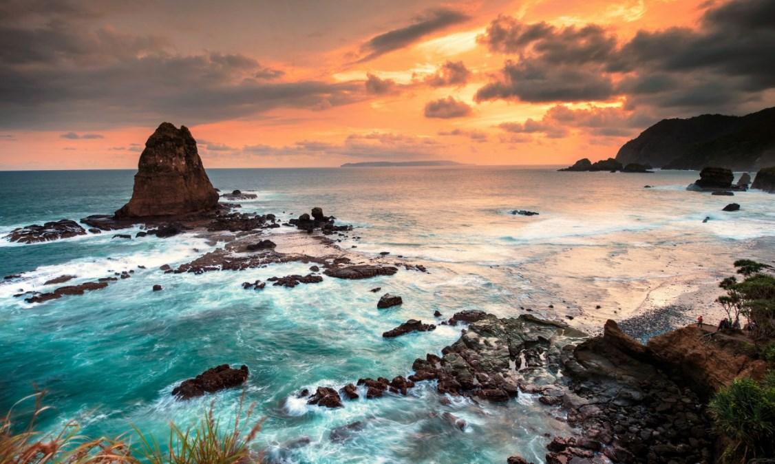 Pantai Papuma Jember, Tempat Wisata di Jember Paling Hits dan Populer!