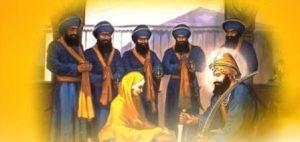 गुरु गोबिंद सिंह जी अमृत बनाते