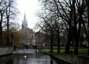 2-vista-del-canal-desde-el-minnewaterpark-con-el-puente-norte-de-entrada-al-beguinage-y-la-iglesia-de-nuestra-senora-al-fondo-brujas-belgica-view-church-our-lady-bruges-belgium