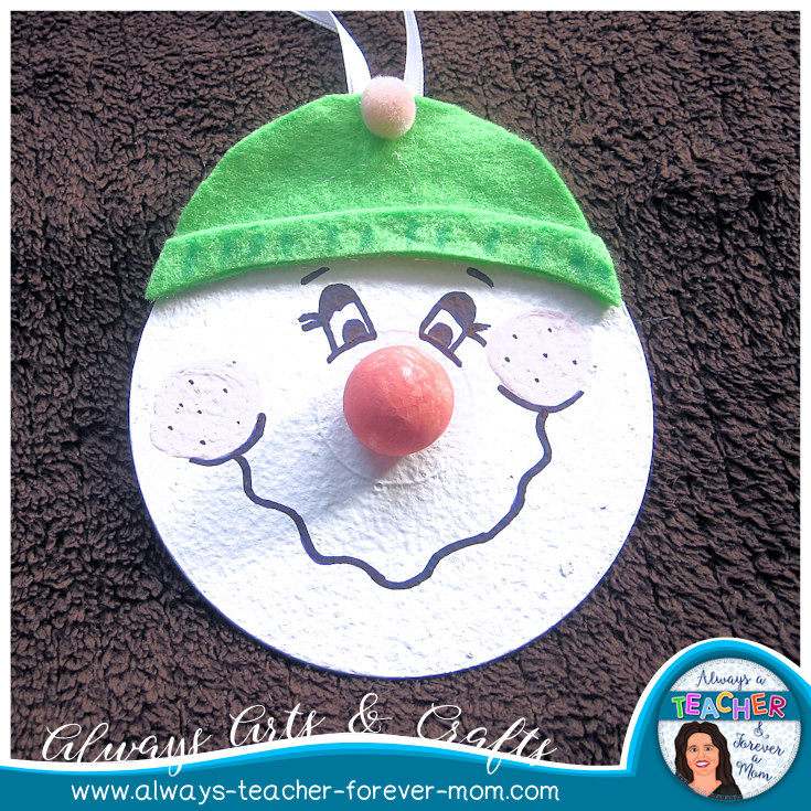 Fun arts & crafts idea for the holiday season. These snowmen ornaments are the perfect activity to bring the holiday spirit (or the winter season) into any classroom. They also make cute keepsakes that students can offer to their families. Read the post for a step by step tutorial!