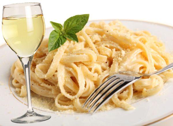 rs_1024x747-140221163921-1024.italian-wine-food-fettucini-alfredo-sauvignon-blanc