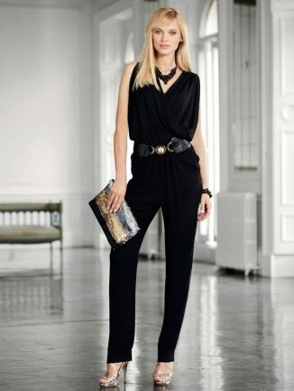Using a belt emphasizes your waist and hourglass figure