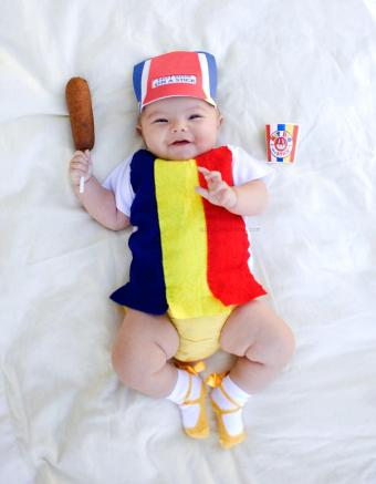 And here she is rocking a Hot Dog on a Stick uniform. (2013)