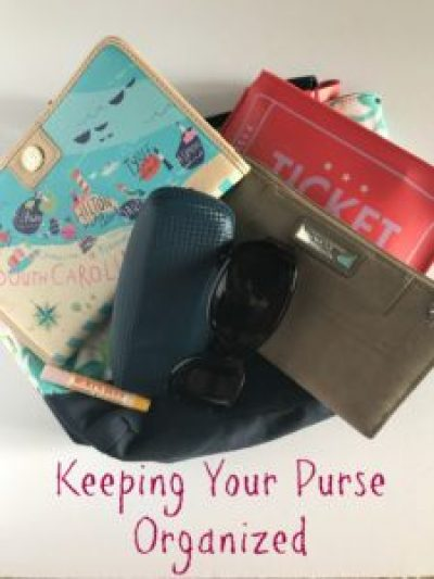 Keeping Your Purse Organized -- a mom's purse can be a bottomless pit carrying everything for her family but it doesn't have to be | www.alwaysmovingmommy.com